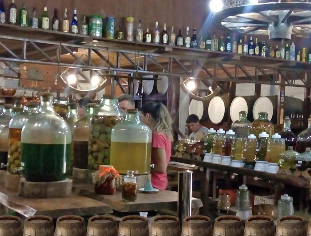 A Bodega - loja de produtos regionais, bebidas, conservas, doces, artefatos de cozinha, ambiente rústico