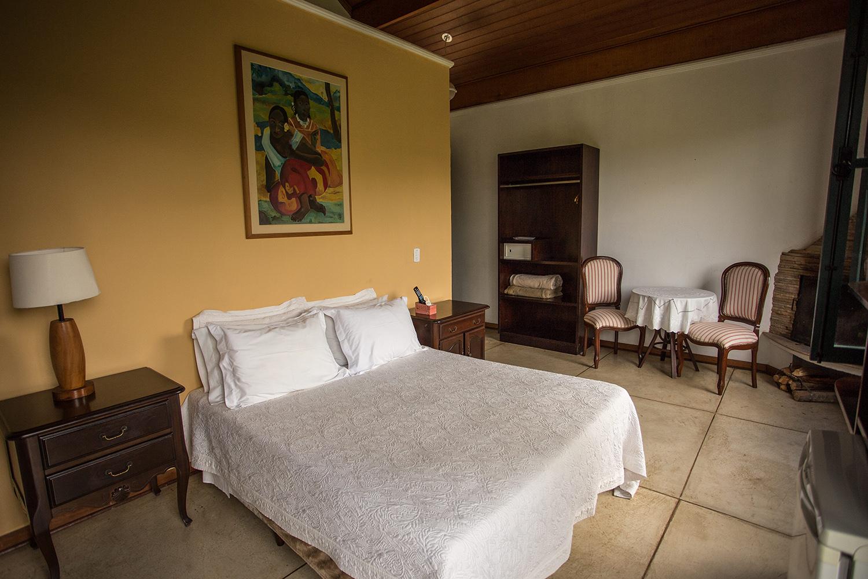 chale-gauguim-cama-villa-mantiqueira-santo-antonio-do-pinhal